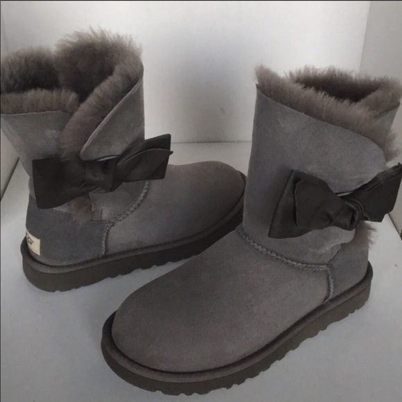 c8ef6c5f81a 💖New Ugg Daelyn Leather Gray Bow Suede Boot sz 6